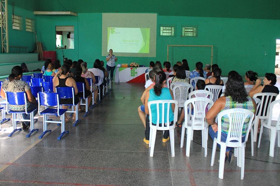 Pais de alunos participam de reunião e conhecem estrutura do Campus Itabaiana